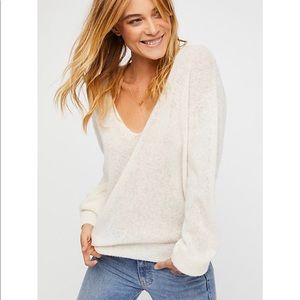 Free People 🔥 Ivory V-neck Comfy Sweater